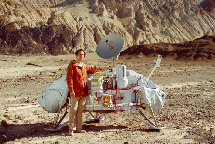 Carl Sagan with a model of the Viking lander that would land on mars